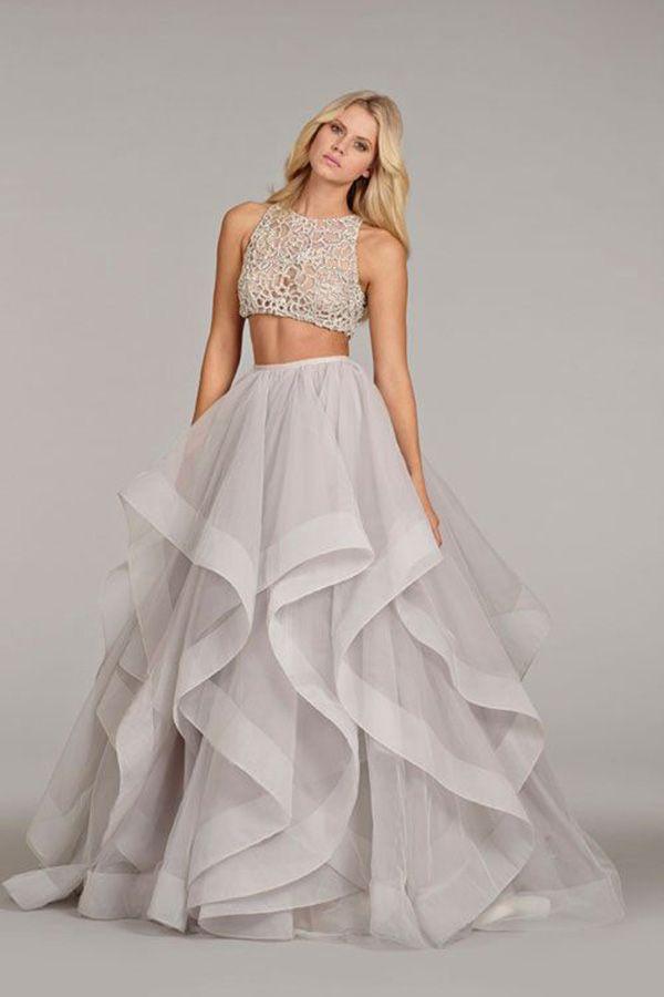 c29b0f9b08b7 Ako sa vám páčili inšpirácie pre modernú nevestu  Odvážili by ste sa ukázať  bruško a kožu  Také moderné svadobné šaty sa nevidia na každej svadbe.