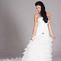 Svadobné šaty na jedno rameno