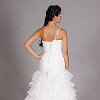 Svadobné šaty na šnúrovanie