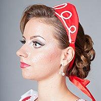 Červená čelenka pre dokonalý účes