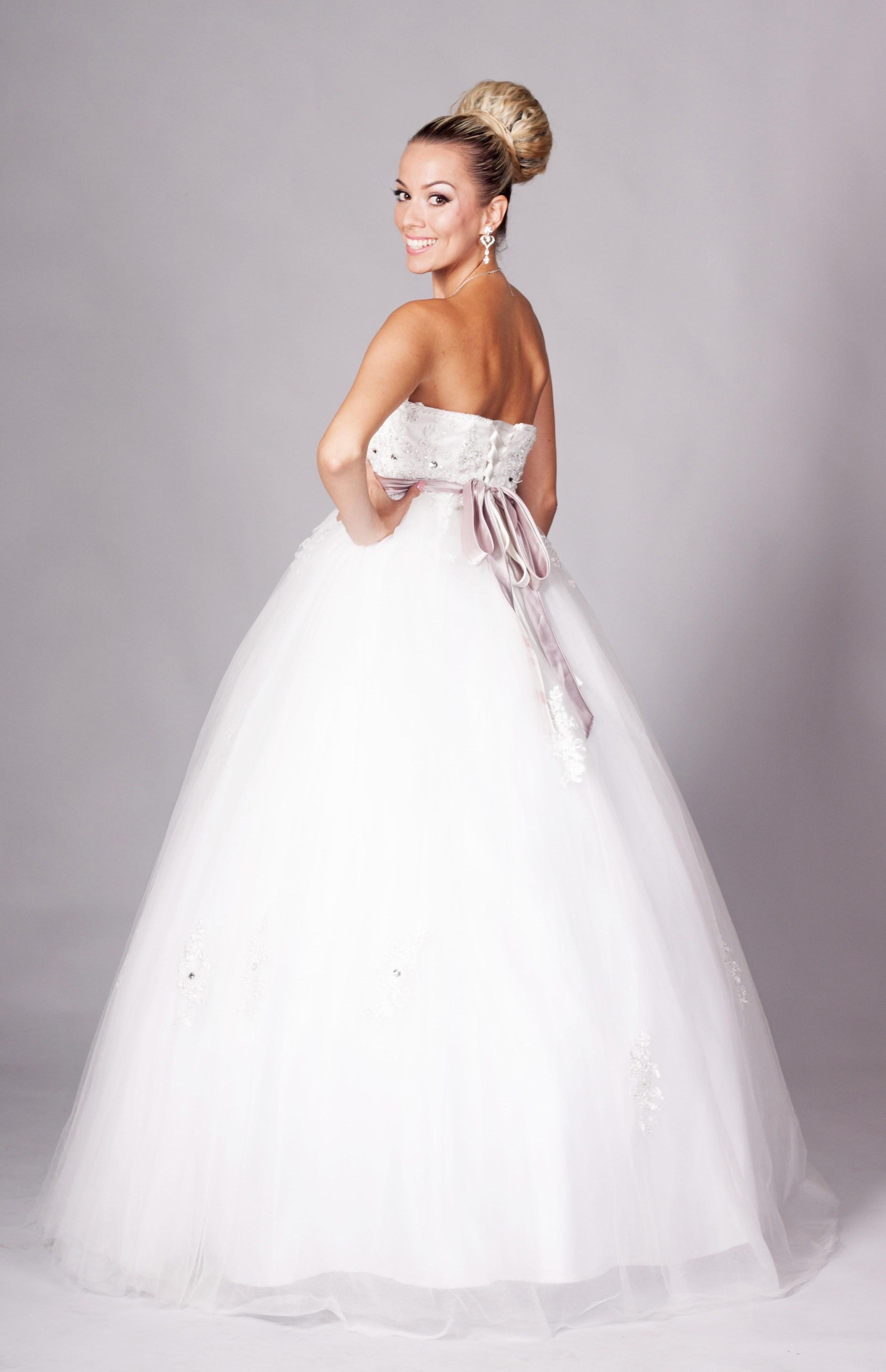 9440efa8a026 02) VIVIAN - 235 € 135 €. Luxus a elegancia – tieto prvky charakterizujú  prekrásne saténové svadobné šaty ...