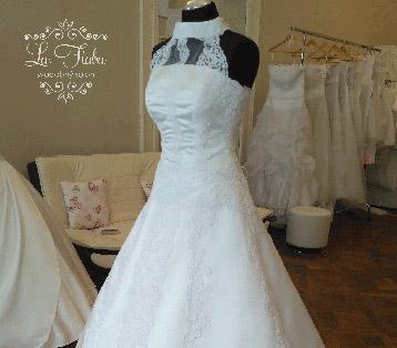 98d02eca313c 03) KENDRA - 245 € 145 €. Tieto rozmarné organzové svadobné šaty ...